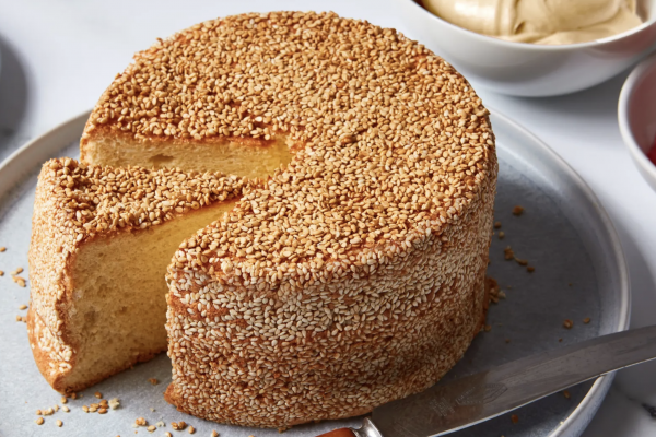 Sesame Chiffon Cake Makes Me Feel Like a Pastry Professional